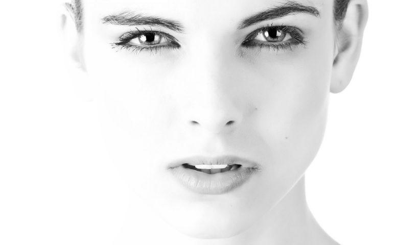 Comment réaliser un soin du visage chez une femme ?