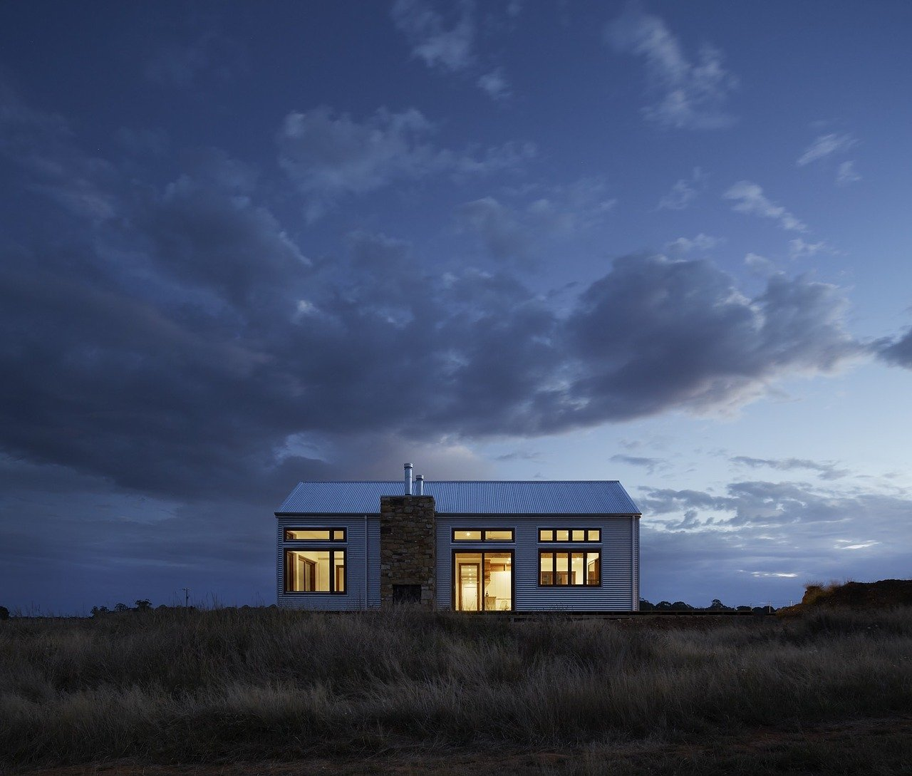 Maison passive avec des fenêtres aux normes RE2020